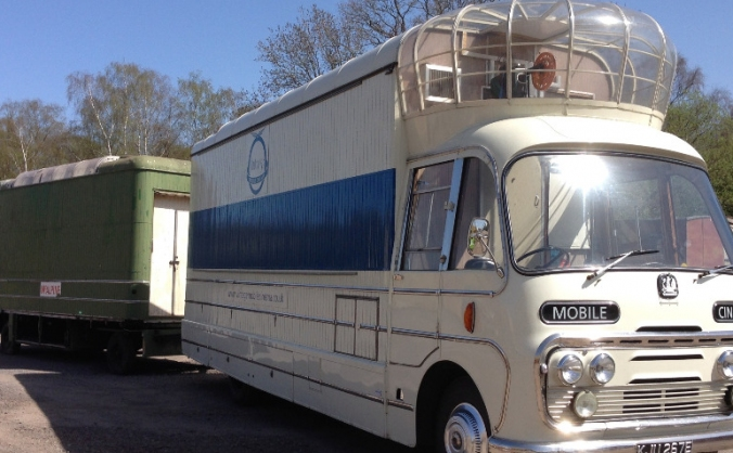 Vintage Mobile Cinema - Restoration of its Trailer