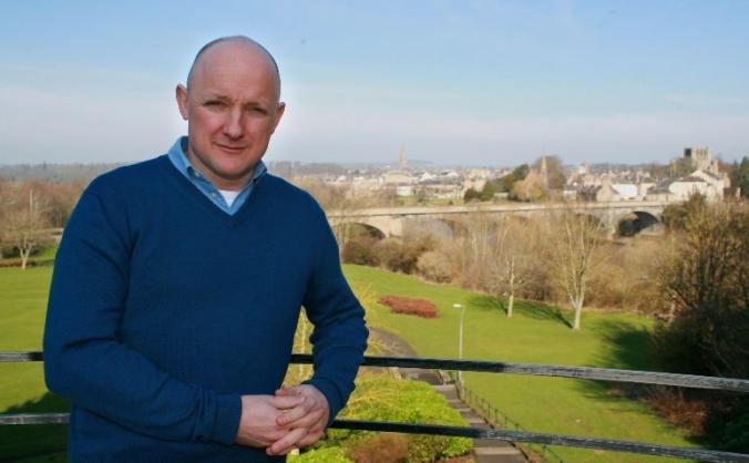 Re-elect Calum Kerr