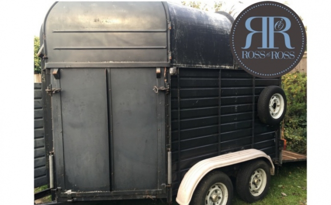 Ross & Ross Food's Horse-box Bar