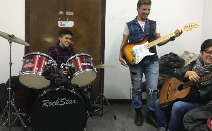 Bass Guitar for trans men's band- 250 Miligramos