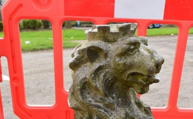 Repair The Sir John De Graeme memorial fountain