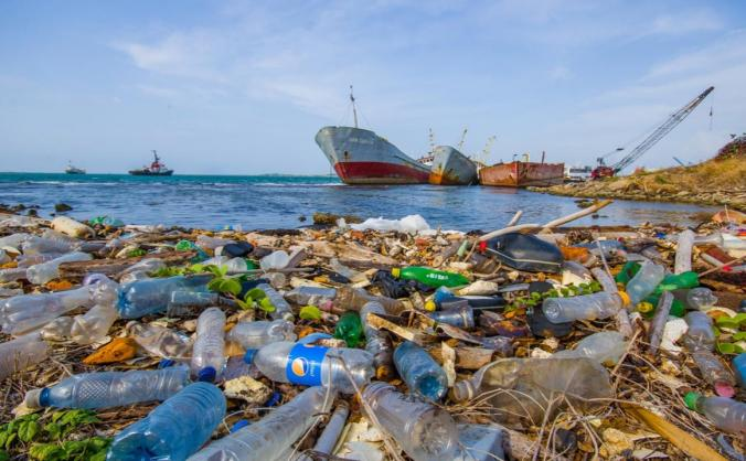 Sailing the Pacific to combat plastic pollution