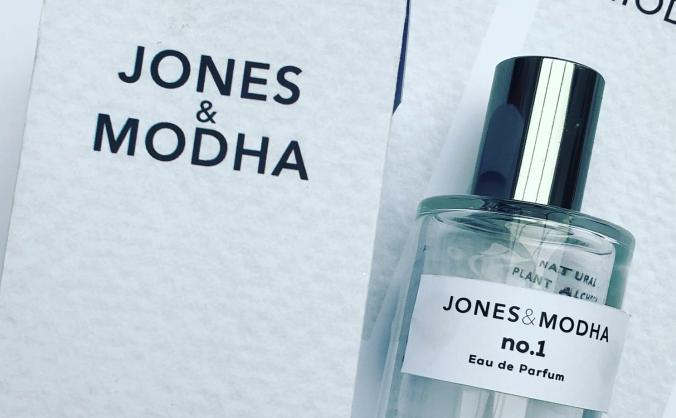 Natural perfume for people who love the planet
