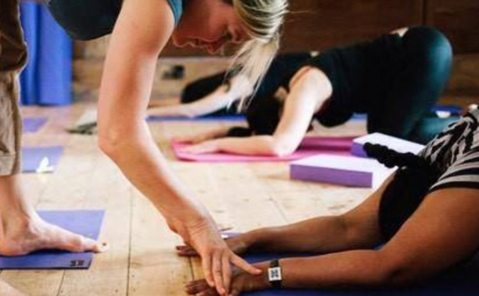Yoga for refugees image