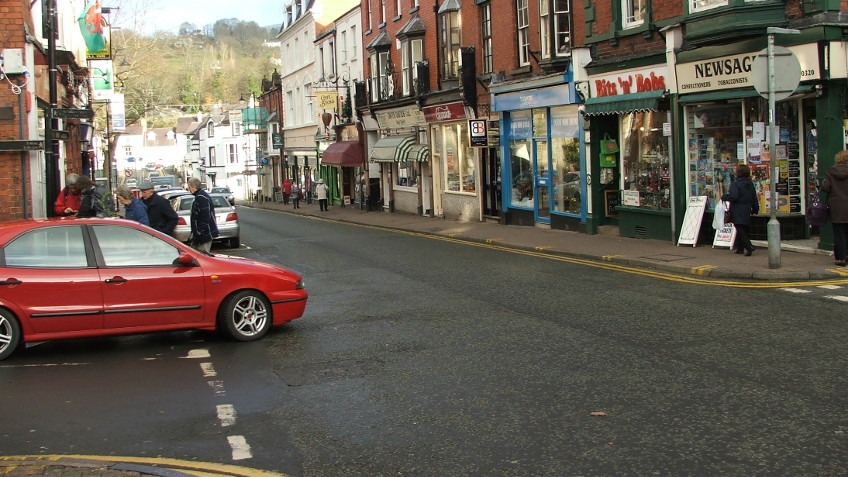 People & Traffic in Llan