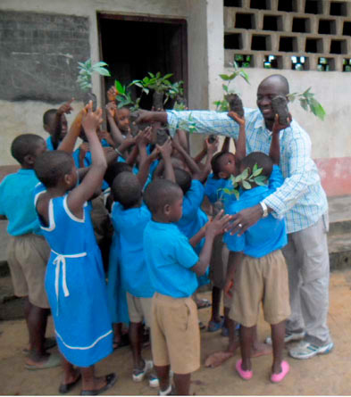 Handing out Inga seedlings to school kids