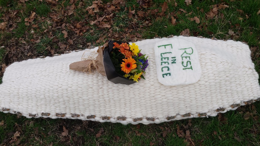REST IN FLEECE - woollen coffin