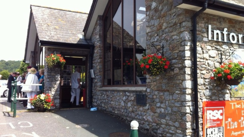 Please help Dartmouth's Tourist Information Centre