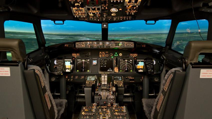 Boeing 737 Flight Simulator Experience - a Business crowdfunding